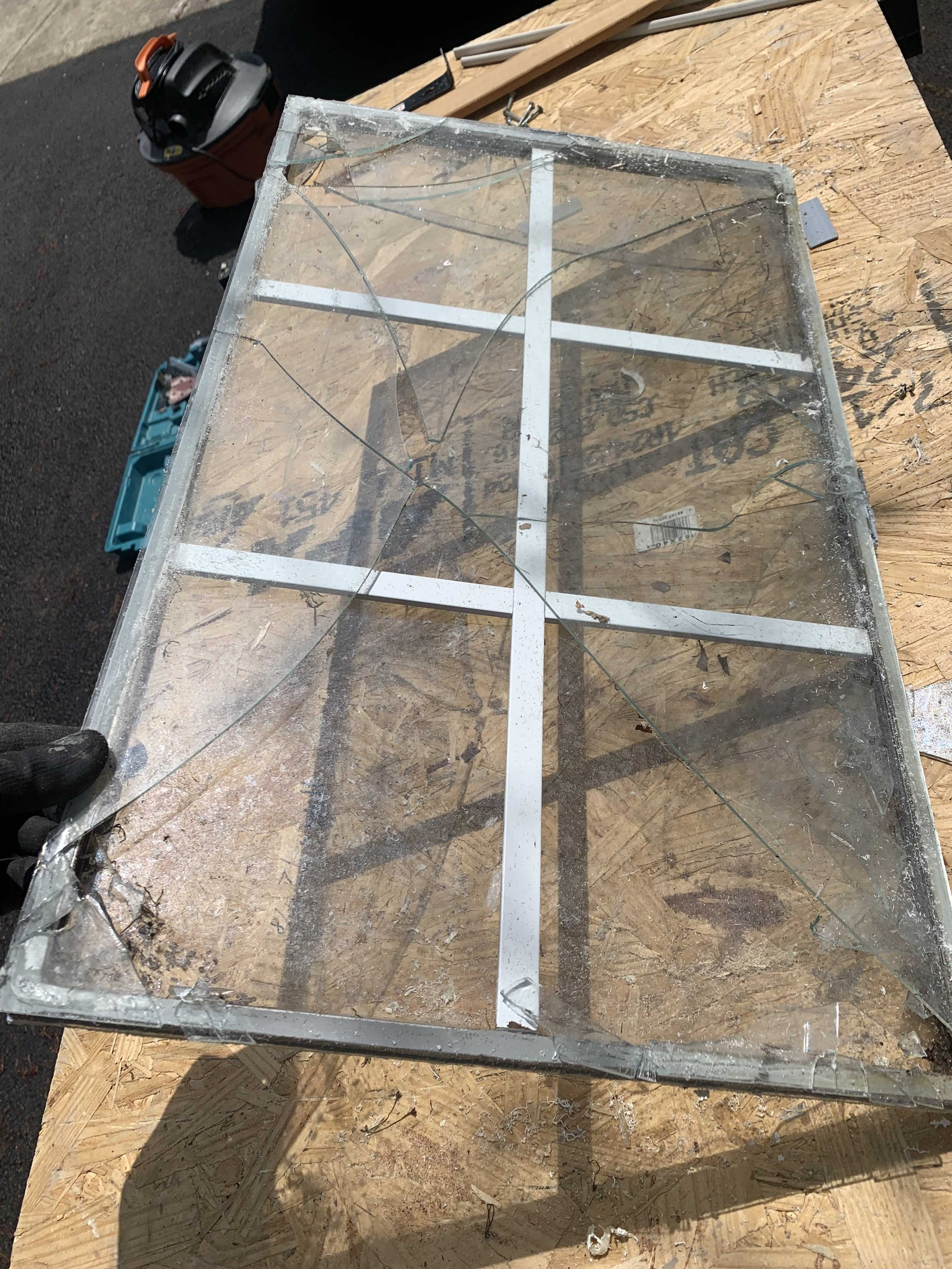 Glass replacement in wooden window